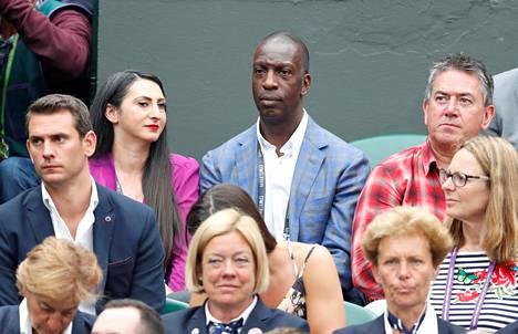 Muutakin kuin yleisurheilua! Michael Johnson seuraamassa Wimbledonin tennisturnausta heinäkuussa.