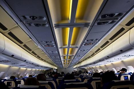 Monet myös muistuttivat, että maksavat suosikkipaikastaan lentokoneessa ekstraa.