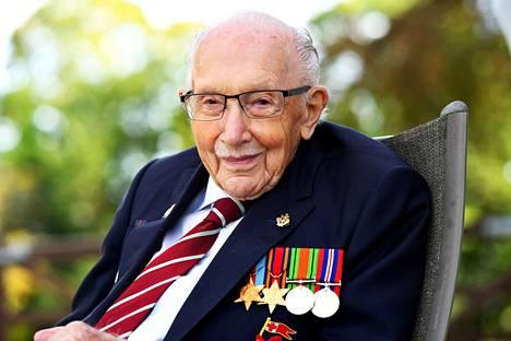 Kapteeni Tom Moore oli kuollessaan 100-vuotias.