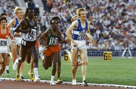 Kaarlo Maaninka vetämässä joukkoa 5000 metrin olympiafinaalissa Moskovassa 1980.