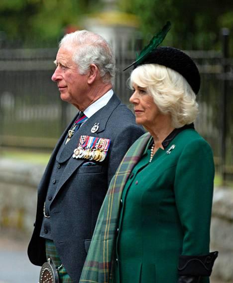 Herttuatar Camilla ei sairastunut koronavirukseen. He viettivät prinssi Charlesin kanssa eristyksensä Skotlanissa.