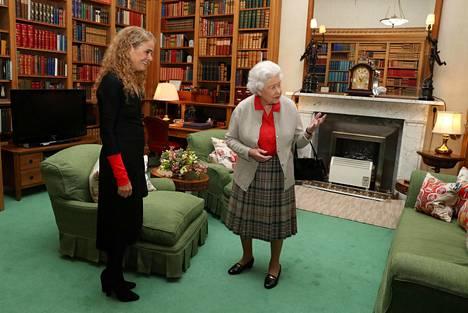Balmoralin linna henkii historiaa. Kuva viime syyskuulta, jolloin kuningatar tapasi Kanadan kenraalikuvernööri Julie Payetten.