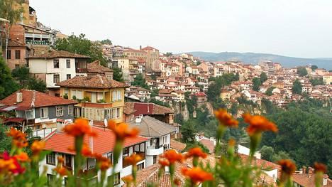 Bulgarian keskiosassa sijaitsevaan Veliko Târnovoon on kolmen tunnin automatka rannikolta. Se on maan mukavin kaupunki.