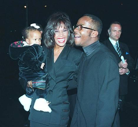 Bobbi Kristina äitinsä Whitney Houstonin ja isänsä Bobby Brownin kanssa helmikuussa 1994. Bobby Brownin syntymäpäivillä napattu kuva on yksi ensimmäisiä julkisia kuvia Bobbi Kristinasta.