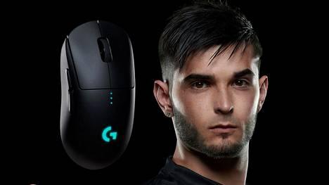 """Logitech G Pro Wireless on yksi suosituimmista hiiristä ammattilaispelaajien keskuudessa. Kuvassa CS-ammattilainen Richard """"shox"""" Papillon."""