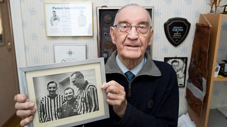 Pentti Isotalo kuvattuna helmikuussa 2017, kun hän täytti 90 vuotta.