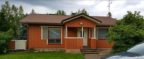 Susanna ja Jukka halusivat kotiinsa modernimman ilmeen.