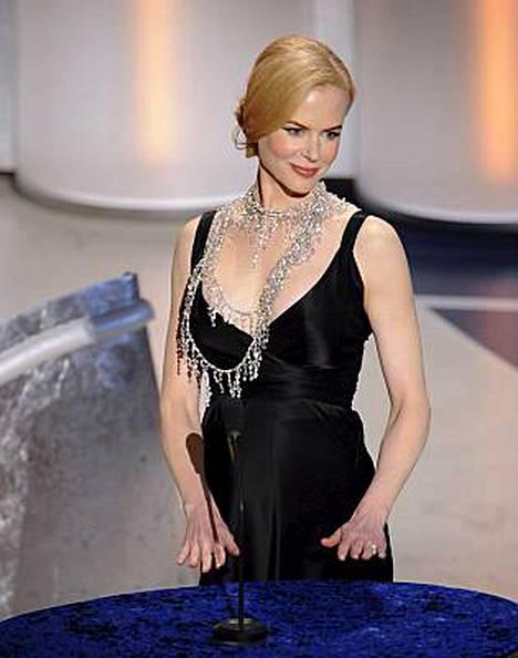 Äitiydestä jo kauan haaveilleen Nicole Kidmanin väitetään sortuneen valkoviiniin Oscar-gaalassa.