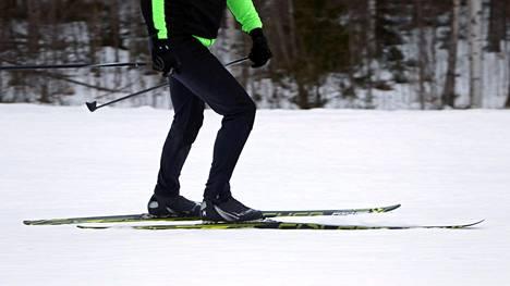 Uusi suomalaistutkimus: Kuopiolaismiehiä seurattiin 25 vuotta – hiihtäminen paransi merkittävästi terveyttä