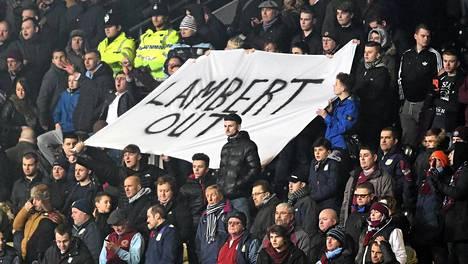 Nämä Aston Villan kannattajat tuskin jäävät kaipaamaan Paul Lambertia.