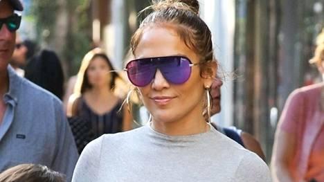 Jennifer Lopez puki kokoharmaan trikooasun.