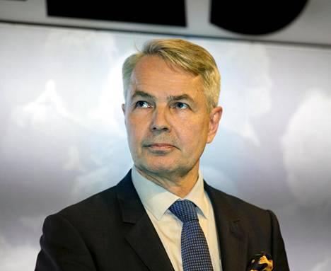 Katseet kohdistuivat Pekka Haavistoon, kun yleisössä ollut Veijo Hämäläinen kritisoi viime hallituksen päätöstä myydä Fortumin sähköverkko osin ulkomaisiin käsiin. Sähkön siirtohinnat ovat nousseet viime vuosina reippaasti.