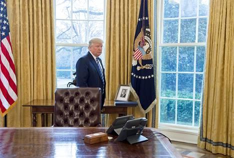 Fred Trumpin kuva näkyy Valkoisen talon Oval Officessa 9. helmikuuta 2017.