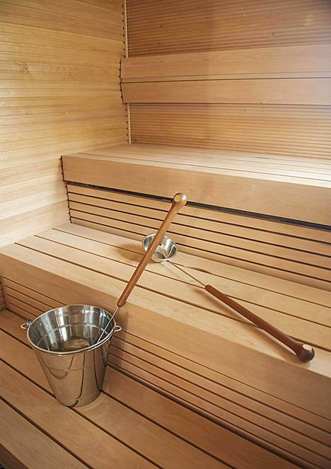 Sauna kuuluu suomalaisten viikkorutiineihin yhä vähenevissä määrin.