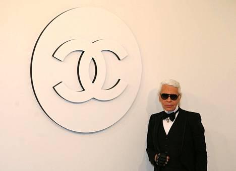 Lagerfeld toimi maailmankuulun Chanel-muotitalon taiteellisena johtajana ja pääsuunnittelijana.
