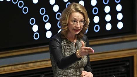 Tytti Tuppurainen eduskunnan kyselytunnilla torstaina.