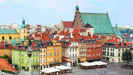 Moni vierailee Varsovan lomallaan vanhassakaupungissa, joka on rakennettu kokonaan uudelleen.