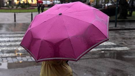 Sää muuttuu lauhemmaksi ja sateisemmaksi.