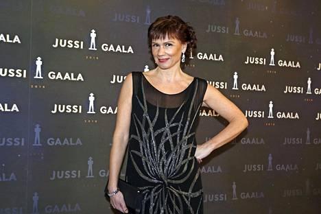 Mari Rantasila puhui keski-ikäisten naisnäyttelijöiden roolien saannin vaikeudesta myös Jussi-gaalan kiitospuheessaan.