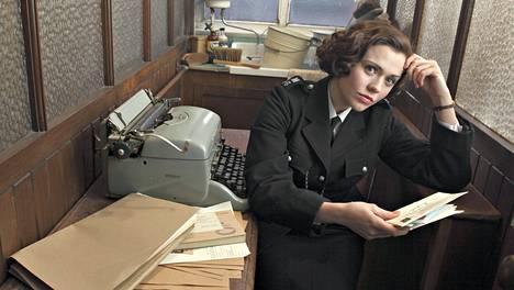 Gina Dawson (Jennie Jacques) koettaa onneaan 50-lukulaisen poliisiaseman ainoana naiskonstaapelina.