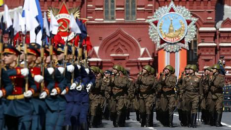 Venäjällä vietettiin lauantaina voitonpäivää. Juhlallisuuksiin kuului massiivinen sotilasparaati.
