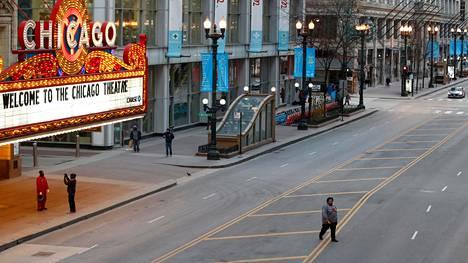 Kadut ovat tyhjentyneet koronaviruksen vuoksi myös Yhdysvaltojen kolmanneksi suurimmassa kaupungissa Chicagossa.