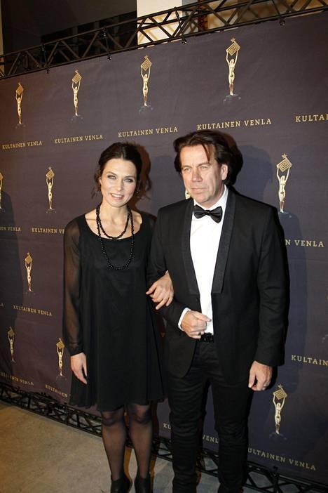 Iina ja Minka Kuustosen isä Mikko Kuustonen osallistui gaalaan yhdessä naisystävänsä tanssitaiteilija Hanna Brotheruksen kanssa.