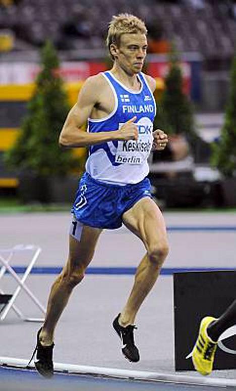 Jukka Keskisalo on tätä nykyä maailman kahdeksanneksi ja Euroopan toiseksi paras 3 000 metrin estejuoksija.