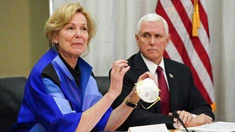 Valkoisen talon koronavirusryhmän koordinaattori Deborah Birx ja varapresidentti Mike Pence vierailivat hengityssuojia valmistavan 3M-yhtiön pääkonttorissa 1. maaliskuuta.