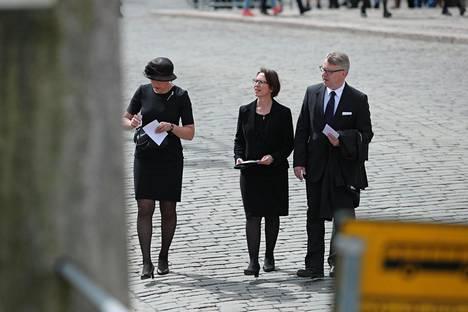 Europarlamentaarikko Henna Virkkunen (kok) ja kristillisdemokraattien puheenjohtaja Sari Essayah ja kansanedustaja Peter Östman (kd) saapuivat yhtä aikaa.