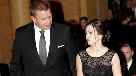 Antti Kaikkonen ja Jannika Ranta Säätytalolla Puolusministerin vastaanotolla uutena vuotena.