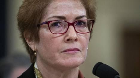 Tehtävistään aiemmin syrjään siirretty Ukrainan-suurlähettiläs Marie Yovanovitch todisti perjantaina virkarikostutkinnan julkisessa kuulemisessa.