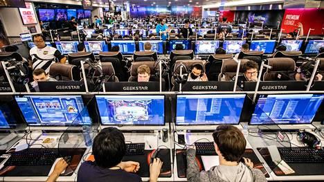 Hearthstone on suosittu kilpapeli. Siinä kilpailevan Wai Chengin rankaiseminen Hoongkong-kommenteista on vienyt pelijulkaisija Blizzardin boikottimyrskyn silmään. Kuva Hearthstonen Masters Seoul -turnauksesta elokuulta.