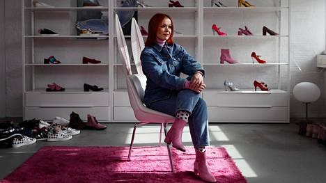 Kenkäsuunnittelija Minna Parikka lopettaa yritystoiminnan 15 vuoden jälkeen.