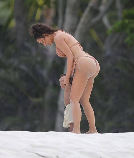 Kim Kardashian on kertonut olevansa erittäin tyytyväinen vartaloonsa karistettuaan raskauskilot.
