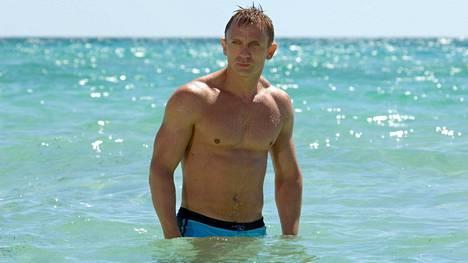 Daniel Craigin ensimmäisen Bond-seikkailun Casino Royalen uintikohtaus paljasti treenatut lihakset.