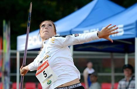 19-vuotias Julia Valtanen on synkän keihäskesän valopilkkuja.