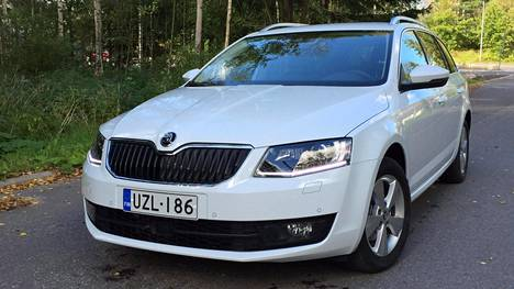 Skoda Octavia on suomalaisten työsuhdeautoilijoiden suosikki.