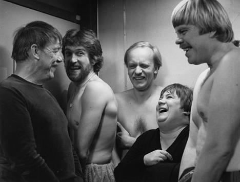 Reinikaisessa meni kaikki pimeäksi alkuvuodesta 1983, ja Ritva Valkama joutui hissikyytiin alastomassa miesseurassa.