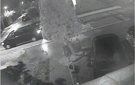 Tästä pakettiautosta poliisi on pyytänyt yleisövihjeitä.