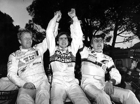 Monte Carlon kärkikolmikko 1986: Audin Mikkola (vas.), Lancian Henri Toivonen ja Peugeot'n Timo Salonen. Voitto jäi muutama kuukausi myöhemmin traagisesti menehtyneen Toivosen viimeiseksi.