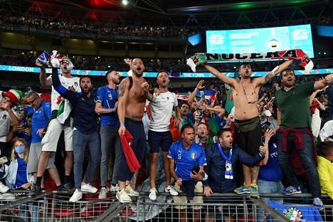Italian kannattajat olivat hurmioissaan Wembleyn stadionilla ottelun ratkettua.