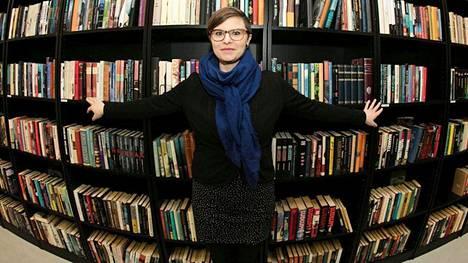 Kirjoista luopuminen on haastavaa, koska niihin meillä voi olla hyvinkin läheinen suhde, Ilana Aalto kertoo.