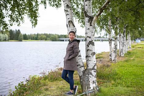 Oululainen kirjailija Katariina Vuori päätti jo nelivuotiaana, että hän lähtee ulkomaille sen jälkeen, kun koulu loppuu. Ja niin kävi. Pisin rupeama ulkomailla kesti vuosia, ja siitä viisi vuotta kului seilatessa purjeveneellä Aasiasta Afrikkaan, Eurooppaan ja Australiaan.