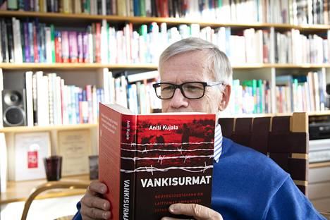 Antti Kujala on tutkinut neuvostoliittolaisten sotavankien laittomia surmia Suomessa.