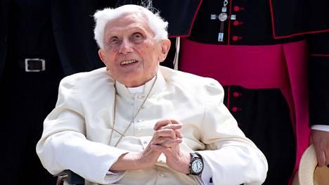 Benedictuksen ikä on nyt 93 vuotta ja lähes viisi kuukautta.
