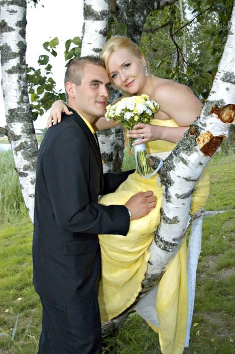 Ateistipari Elisa Lehto ja Harri Tuominen menivät naimisiin Satuhäiden seitsemännellä tuotantokaudella. Pari on yhä yhdessä.