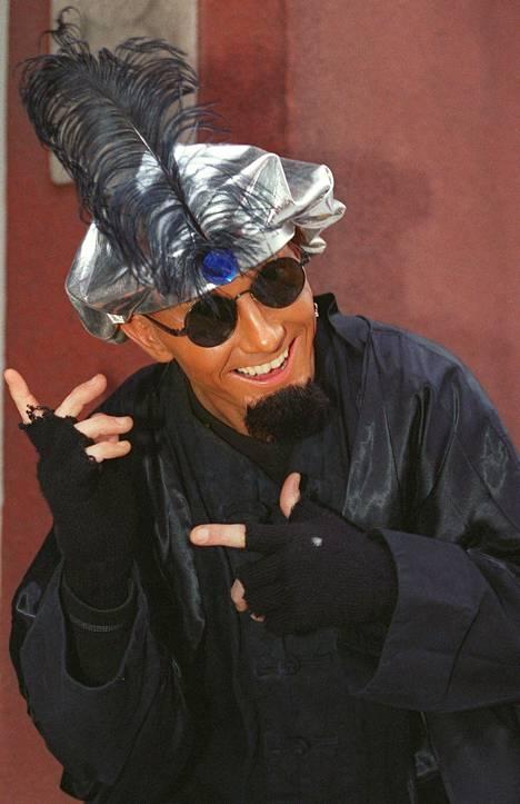 Eurodance-ihme Dr. Bombay oli Jyrki-ohjelman haastattelussa niukkasanainen mies.