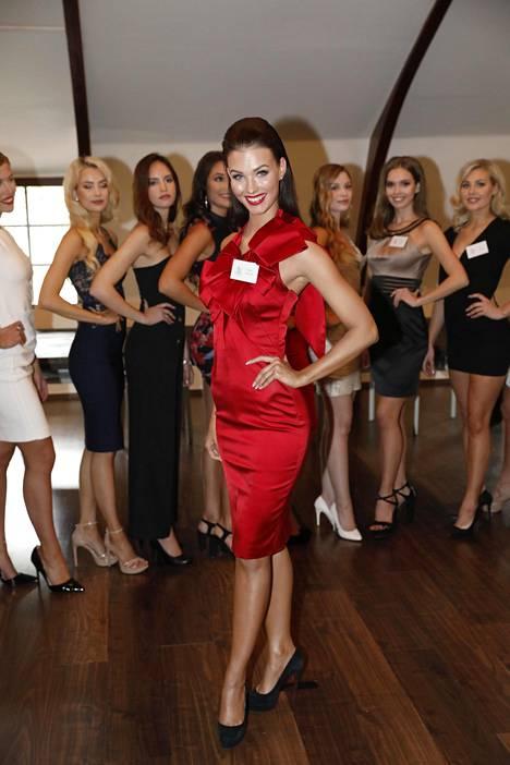 Emmi Suuronen aloitti kauneuskilpailu-uransa Miss Kouvola -kilpailusta kolme vuotta sitten. Nyt hän on yksi Miss Suomi semifinalisteista.