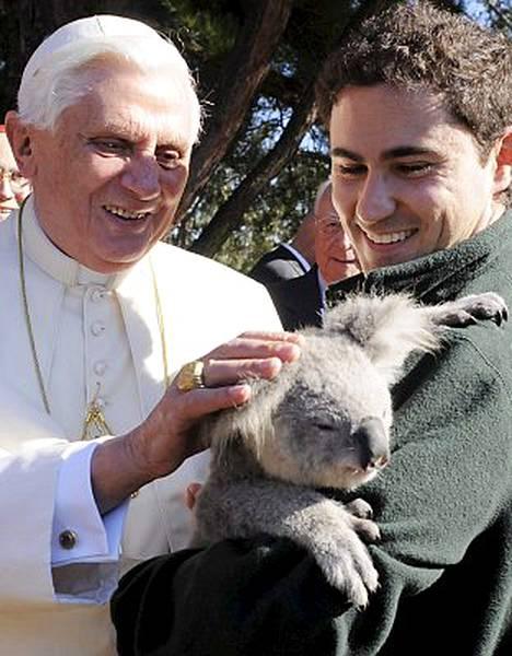 Paavi on parhaillaan vierailulla Australiassa.